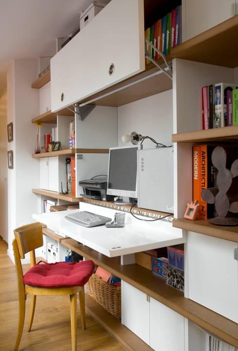 Transformation d'un atelier de menuiserie en maison familiale : Bureau de style  par ATELIER FB