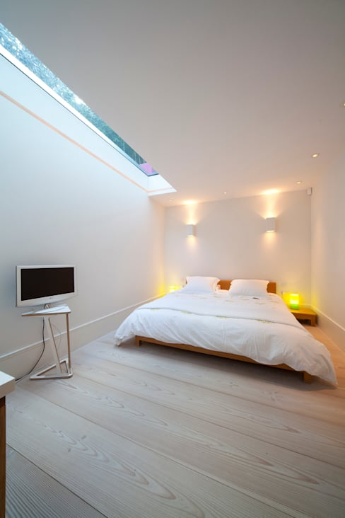 Basement Bedroom:  Bedroom by Gullaksen Architects