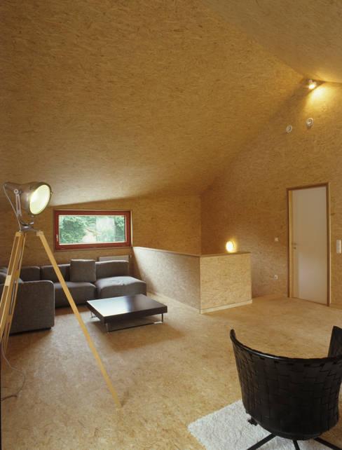 Living room by ArchitekturWerkstatt Vallentin GmbH