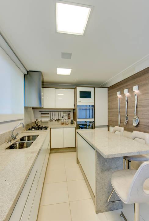 Cozinha: Cozinhas  por Lucia Navajas -Arquitetura & Interiores