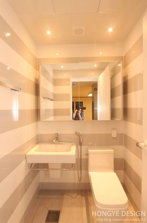 Projekty,  Łazienka zaprojektowane przez 홍예디자인