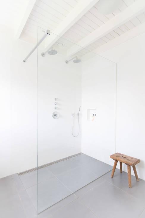 Woonhuis Laren:  Badkamer door ontwerpplek, interieurarchitectuur