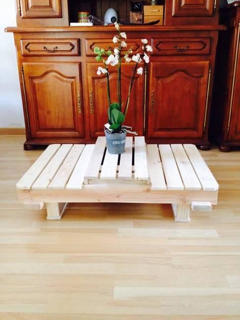 Table basse esprit palette modulable: Salon de style  par Palcreassion