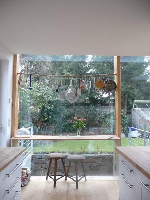 Kitchen by waldorfplan architekten