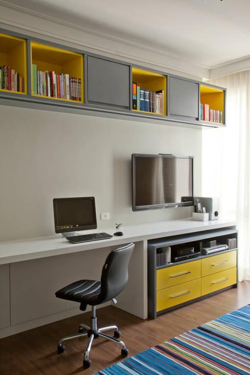 Apartamento - Bairro de Higienópolis: Escritório e loja  por CARMELLO ARQUITETURA
