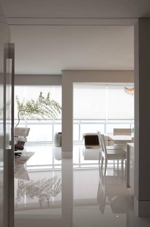 Top House SP: Salas de jantar  por Cristina Menezes Arquitetura