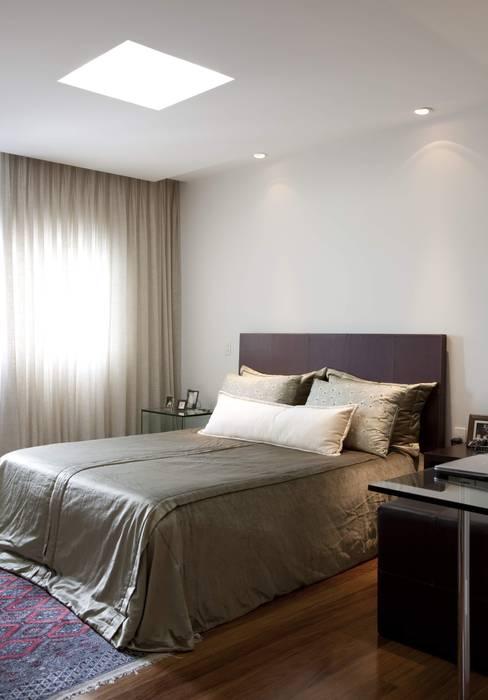 Top House SP: Quartos  por Cristina Menezes Arquitetura