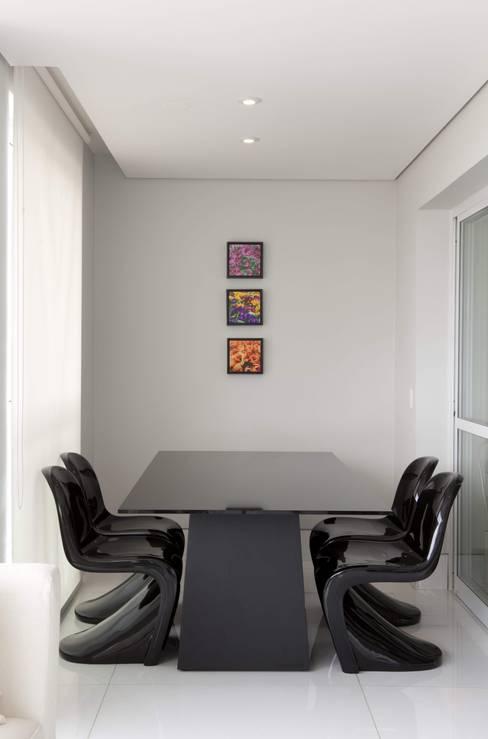 Top House SP: Sala de jantar  por Cristina Menezes Arquitetura