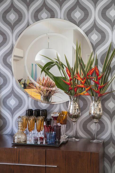 Cobertura Perdizes: Sala de jantar  por Biarari e Rodrigues Arquitetura e Interiores