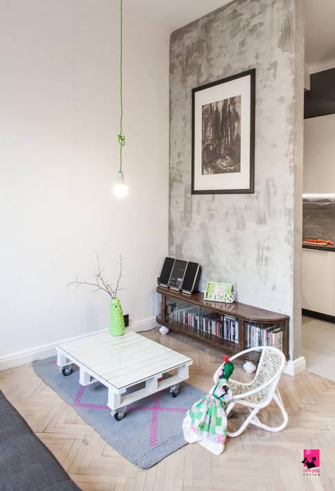 Salones de estilo  de Pink Pug Design Interior