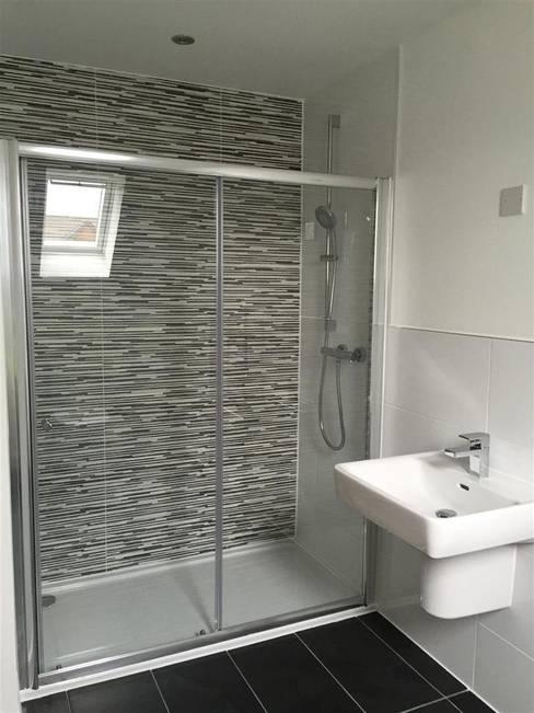 Banheiro  por Roundhouse Architecture Ltd