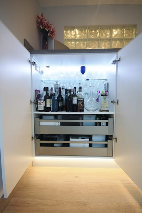 Mini bar disguised in White Gloss cupboards:  Kitchen by Kitchencraft