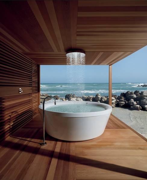 Badewanne am Meer:  Badezimmer von Design by Torsten Müller