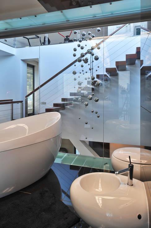 Bathroom by RS+ Robert Skitek