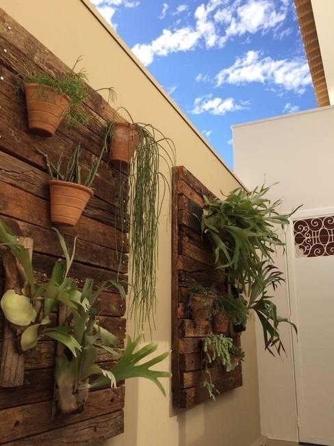 Garden by Celina Molinari Arquitetura e Interiores