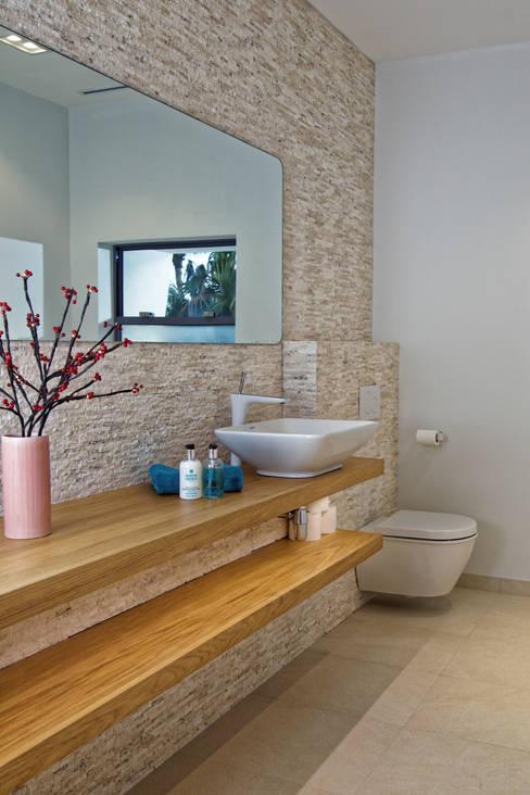 Projekty,  Łazienka zaprojektowane przez Nicolas Tye Architects