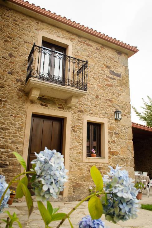 Maisons de style  par Intra Arquitectos