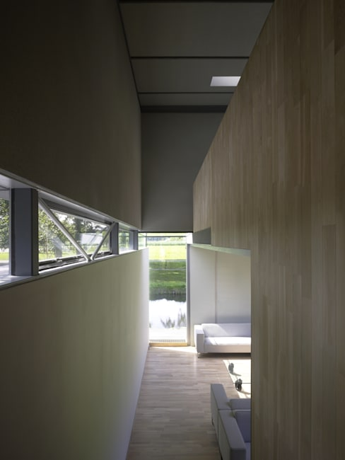 Project X Almere:  Woonkamer door Rene van Zuuk Architekten bv