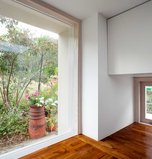 Ventanas de estilo  por Francesco Pierazzi Architects
