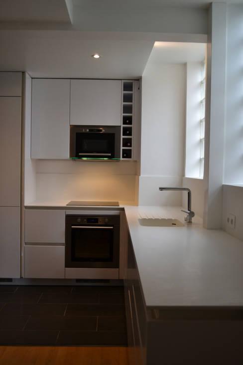 Appartement Paris XII:  de style  par Unlimited Design Lab