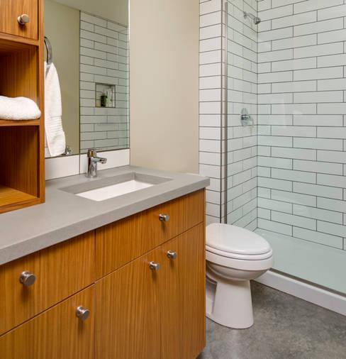 ห้องน้ำ by Uptic Studios