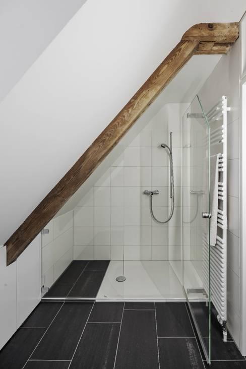Bathroom by Beat Nievergelt GmbH Architekt