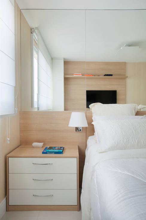 Bedroom by Carolina Mendonça Projetos de Arquitetura e Interiores LTDA