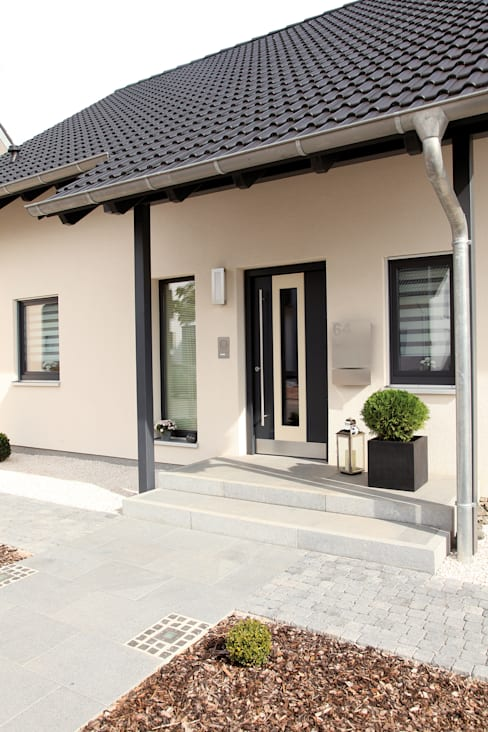 Projekty,  Drwi wejściowe zaprojektowane przez FingerHaus GmbH - Bauunternehmen in Frankenberg (Eder)