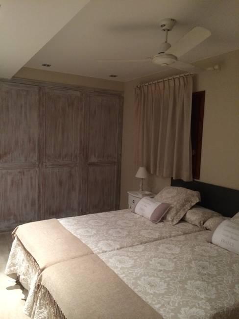 Bedroom by DE DIEGO ZUAZO ARQUITECTOS