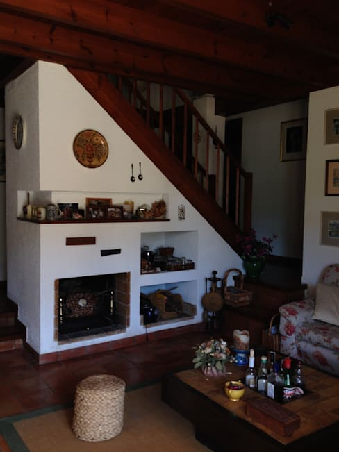 Salón, chimenea, escalera:  de estilo  de DE DIEGO ZUAZO ARQUITECTOS