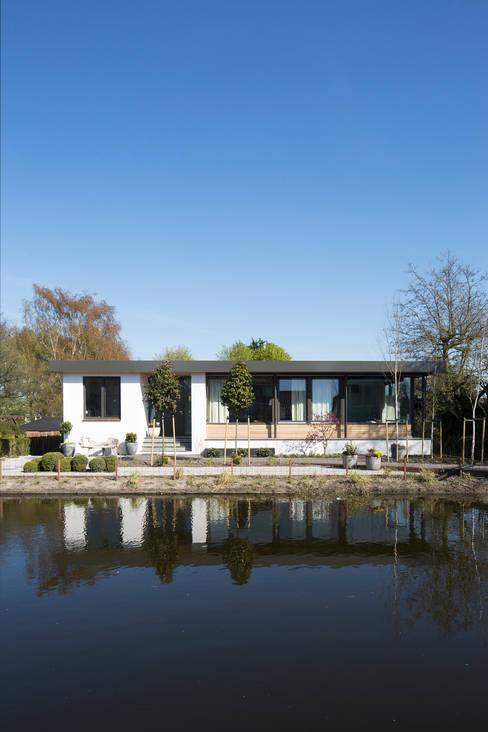 Nieuwe voorgevel:   door ara | antonia reif architectuur