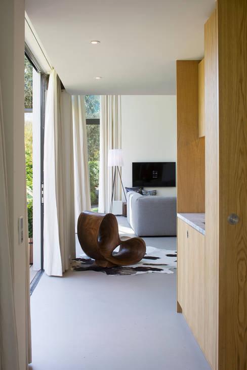 Pantry aan de tuingevel:   door ara | antonia reif architectuur