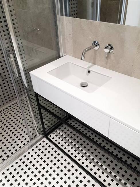 Baños de estilo  por Projektowanie Wnętrz Suspenzo