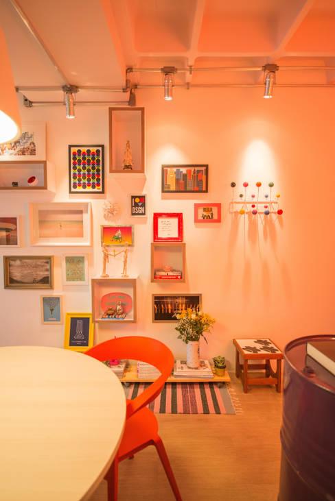 Bloom Arquitetura e Design: Paredes  por Bloom Arquitetura e Design