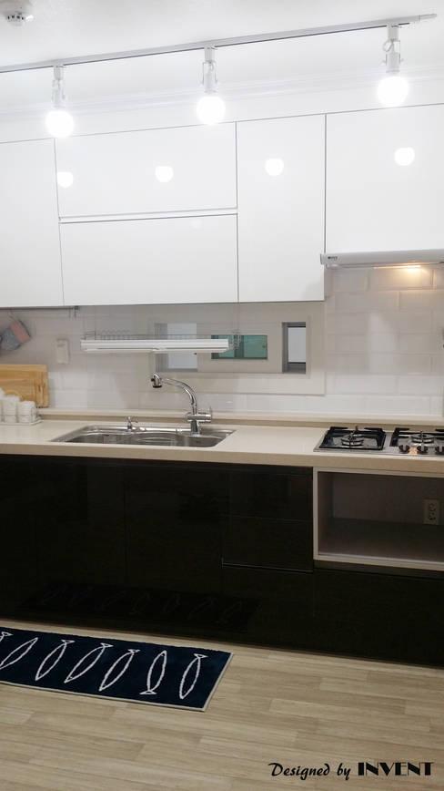 Kitchen by 인벤트 디자인