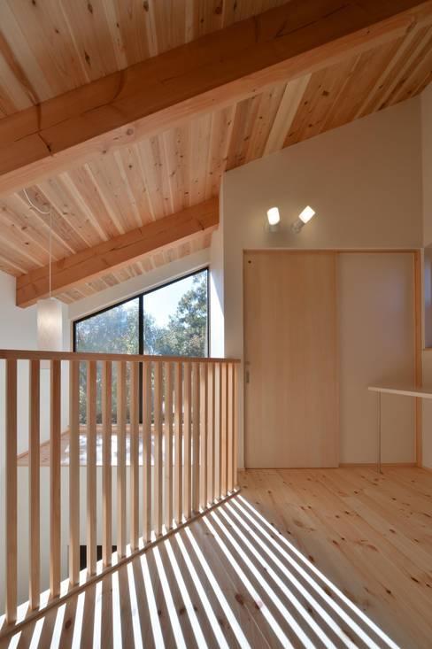 Corridor & hallway by 若山建築設計事務所