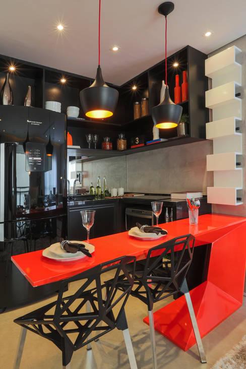 ONE_Pompéia: Cozinhas  por Chris Silveira & Arquitetos Associados
