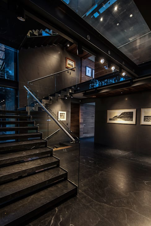 Corridor, hallway by grupoarquitectura