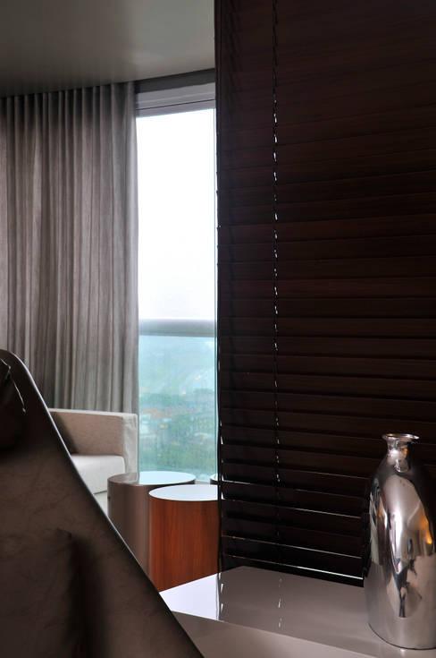 Spinola+Carvalho Arquitetura의  창문 & 문