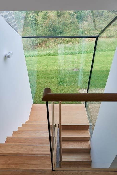 Glass wall staircase :  Corridor, hallway & stairs by David Village Lighting