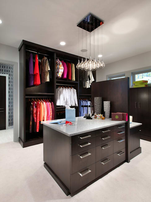 Vestidores y closets de estilo  por homify