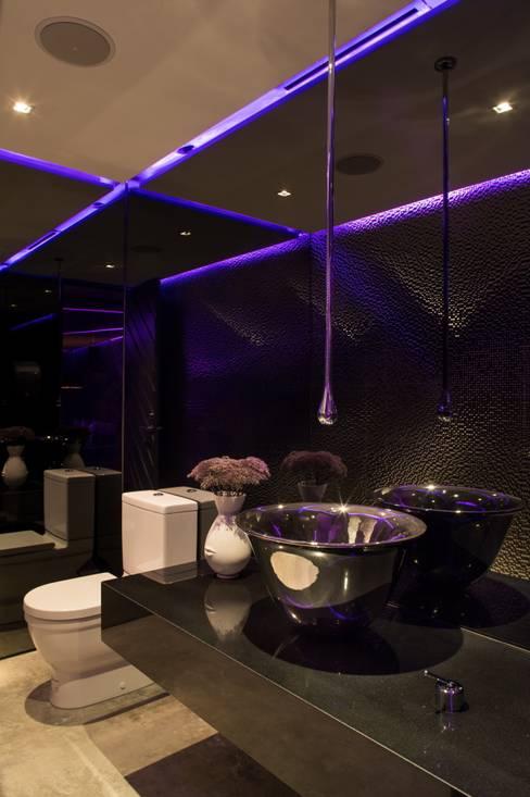 Baños de estilo  por GLR Arquitectos