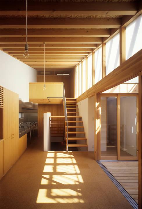 Projekty,  Salon zaprojektowane przez 緒方幸樹建築設計事務所