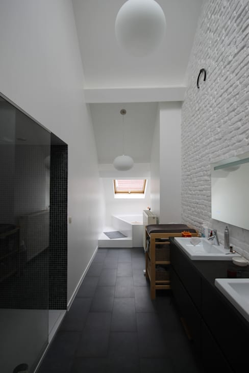Bathroom by ici architectes sprl