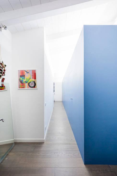 23bassi studio di architettura:  tarz Koridor ve Hol