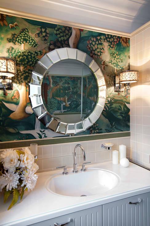 Санузел при спальне: Ванные комнаты в . Автор – Abwarten!