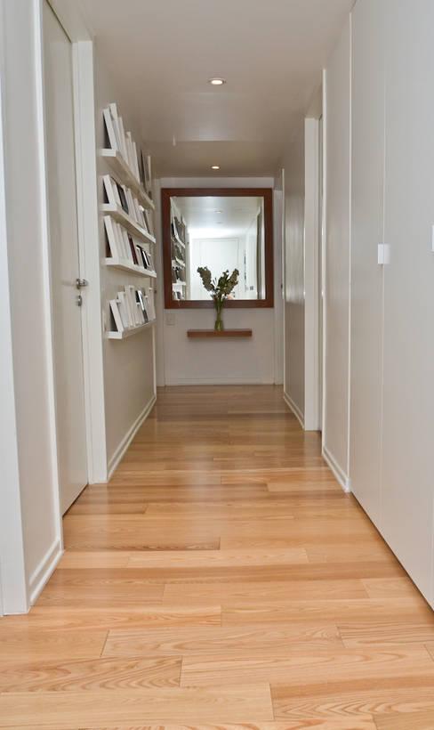 Corridor & hallway by GUTMAN+LEHRER ARQUITECTAS