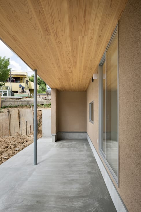 大高の家/ House in Odaka: 市原忍建築設計事務所 / Shinobu Ichihara Architectsが手掛けたテラス・ベランダです。