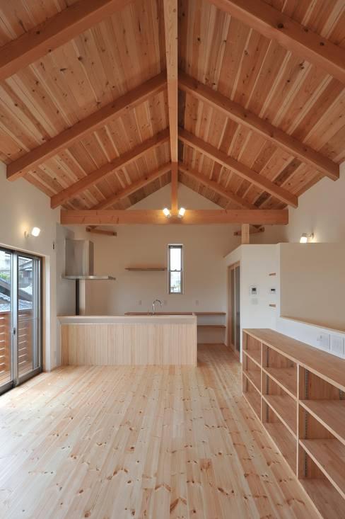 ห้องนั่งเล่น by 若山建築設計事務所