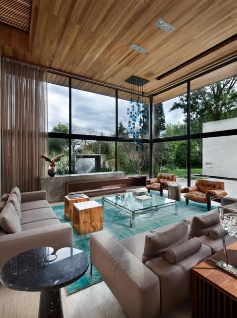 Living room by C Cúbica Arquitectos